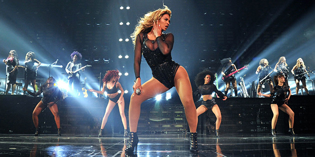 beyonce dancing on stage